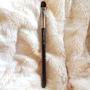 MAC 248 Synthetic Small Eye Shader Brush